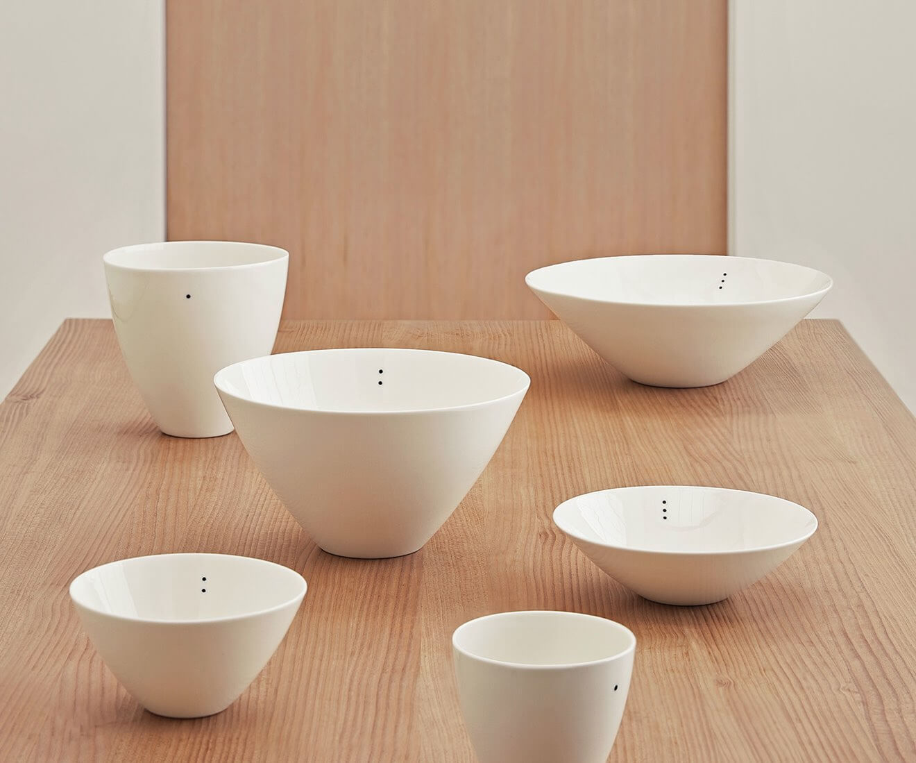 Interior photo of Motarasu design - Shiro Bowls - 2 sizes - 1-2-3 dots by Stilleben