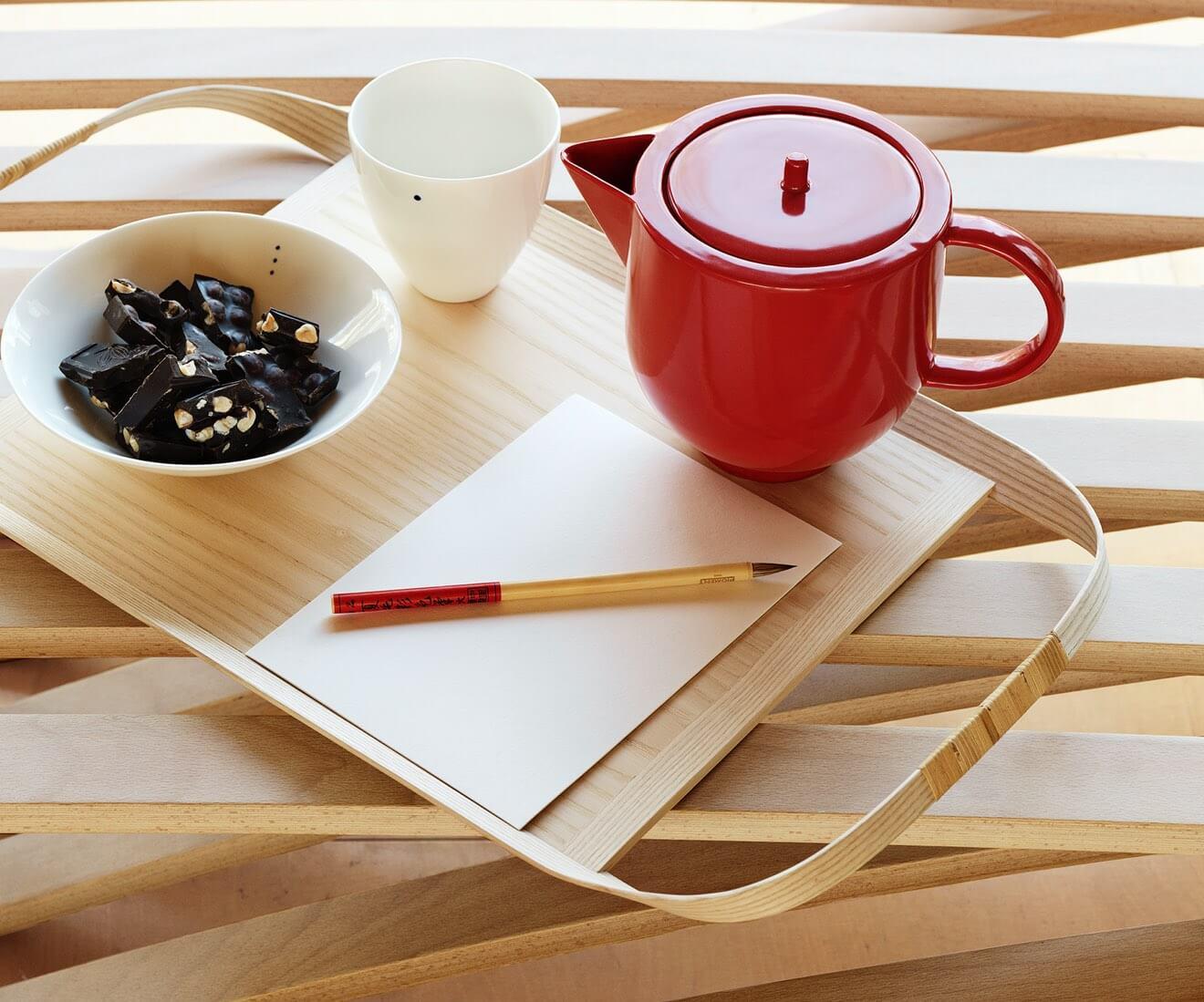 Interior photo of Motarasu designs - Union tray by Masuko Unayama - Shiro bowls and Yoko tea pot Red by Stilleben - Jundo daybed by Mads Emil Garde