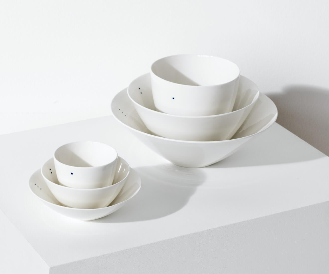 Motarasu Products - Shiro bowls in 3 forms in 2 sizes, 1-2-3 dots by Stilleben