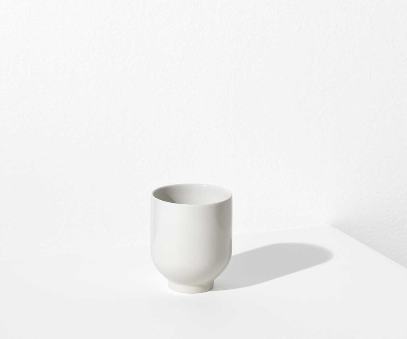 Motarasu Products - Yoko mug in white by Stilleben